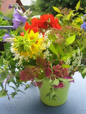 Blumenstrauß - Nach einem Gang durch den Garten